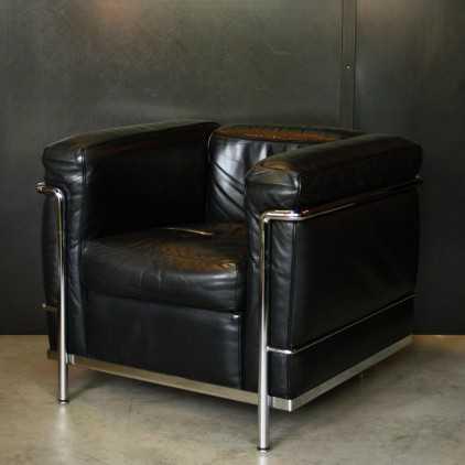 LC2  armchair French designer Le Corbusier, Ed Cassina
